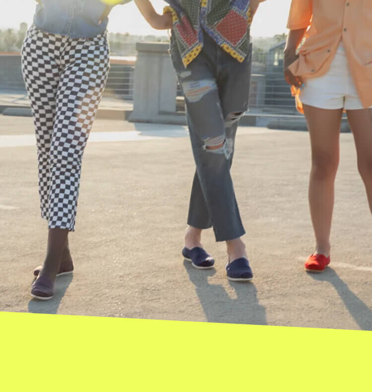 Featured image for Fashionista press article showing the Alpargatas in various colors.