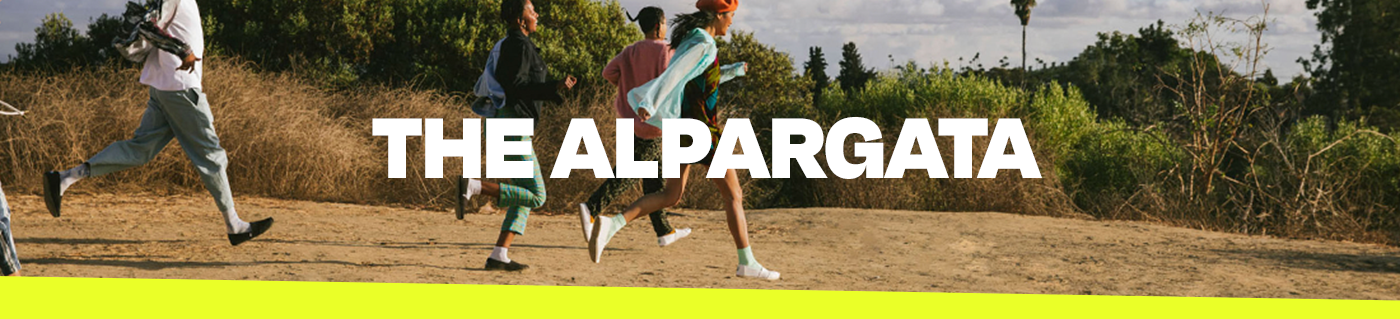 The Alpargata. A group of people running in Alpargatas.