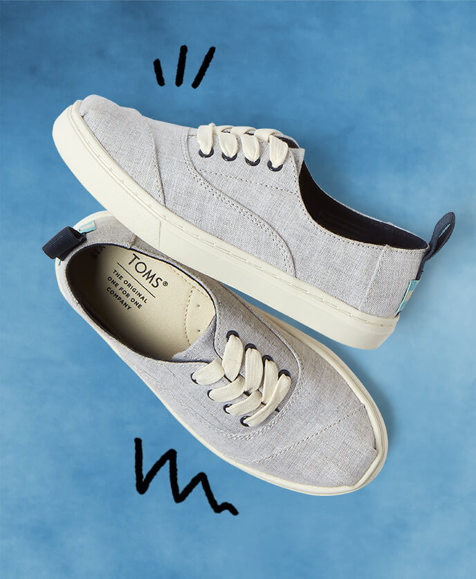 Youth Cordones Sneaker in drizzle grey shown.